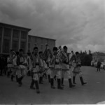 Iskolai ünnepély 1972-1973, néptánc az utcán