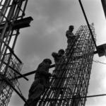 Építkezés állványon