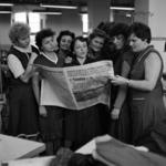 az újság olvasása, Flacăra